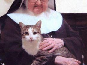 Madre Angelica y su gata